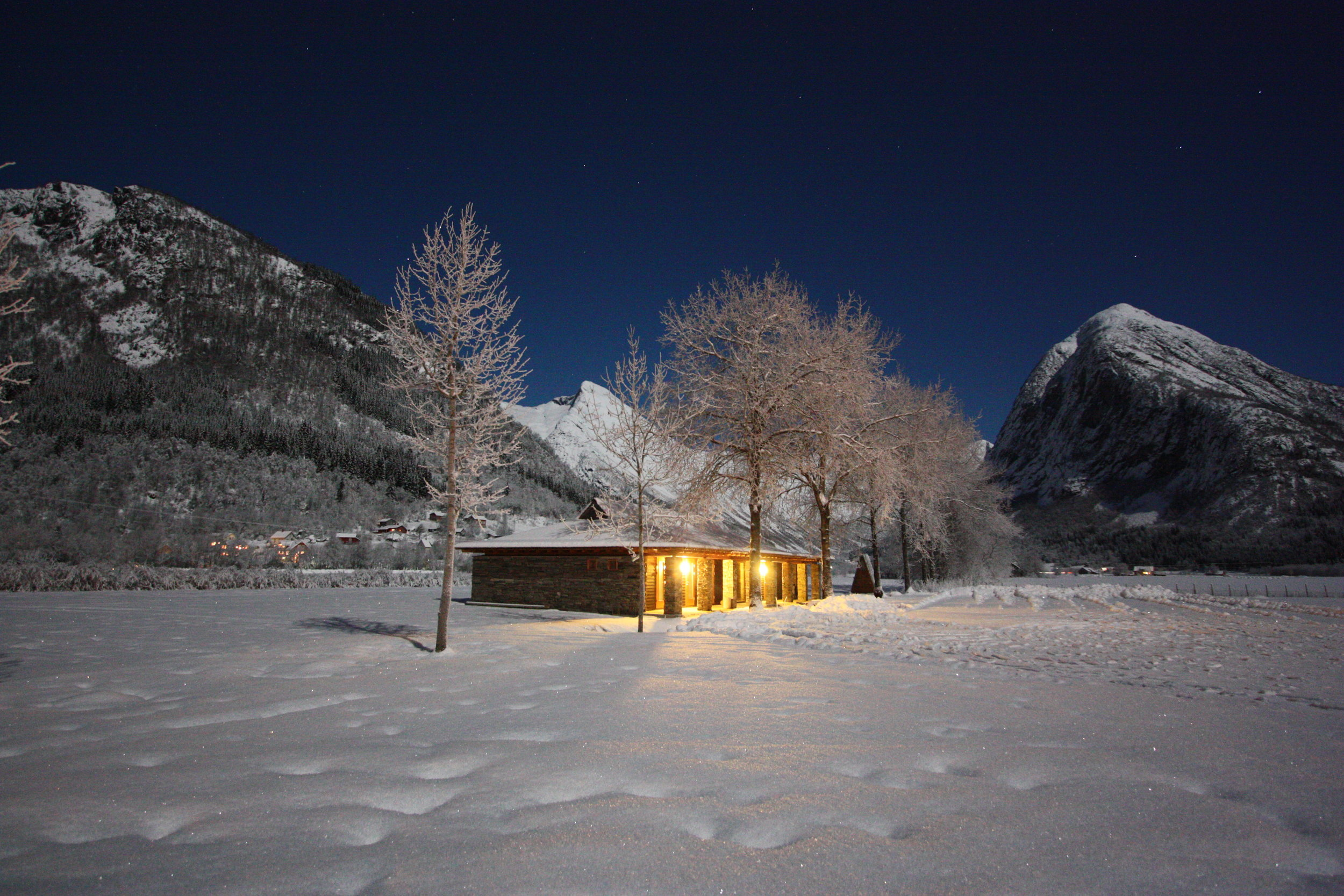 The Field Station in winter night. Photo: Gaute D. Bøyum.
