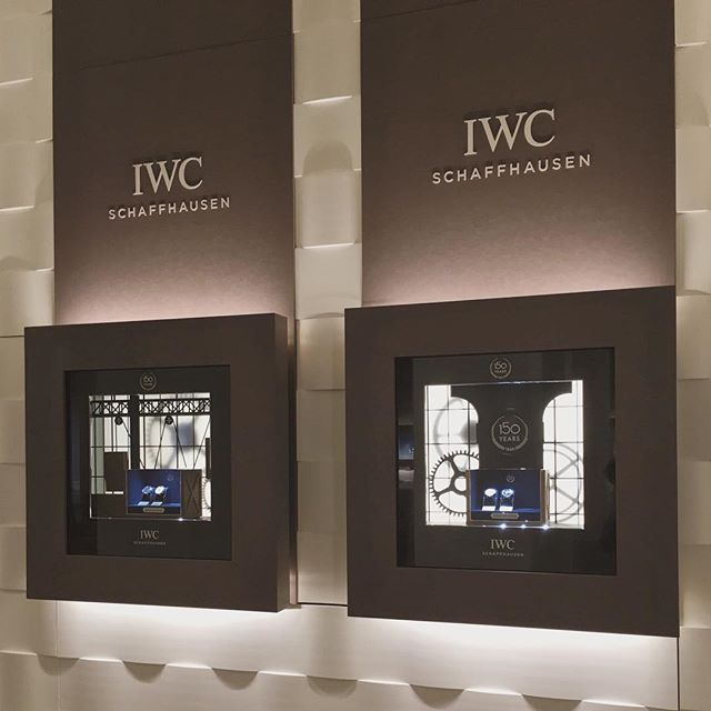 Production des 16 vitrines extérieures du stand @iwcwatches au SIHH 2018.  #IWC #IWCSIHH #IWC150 #sihh2018 #frontwindows #exhibition #luxury #watches #HauteHorlogerie #manufacture #mhdecors #swissmade #local #knowhow #myswitzerland #vaud #swisscraft #switzerland #vscocam #legacy #heritage #swissmadeluxurywatches