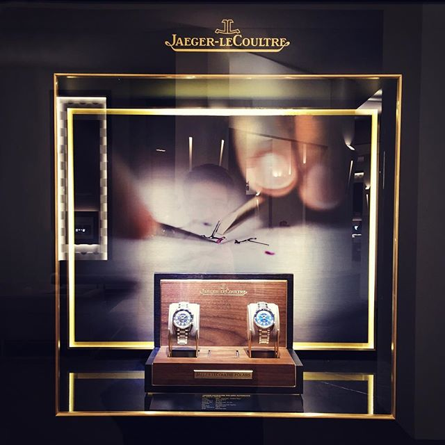 Production des 17 vitrines extérieures du stand @jaegerlecoultre au SIHH 2018.  #jaegerlecoultre #JLCSIHH #sihh2018 #frontwindows #exhibition #luxury #watches #HauteHorlogerie #manufacture #mhdecors #swissmade #local #knowhow #myswitzerland #vaud #swisscraft #switzerland #vscocam #legacy