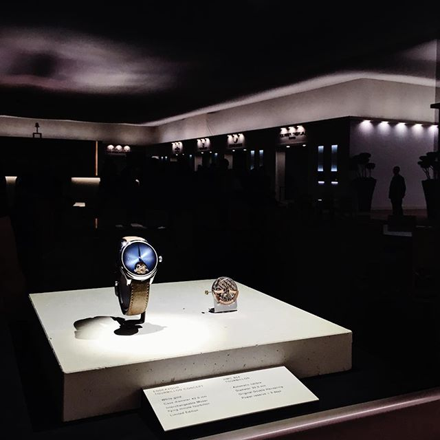 Création et production des 4 vitrines extérieures du stand @moserwatches au SIHH 2018.  #hmoser #sihh2018 #exhibition #luxury #watches #hautehorlogerie #creation #design #concrete #minimalism #manufacture #mhdecors #swissmade #local #knowhow #myswitzerland #vaud #swisscraft #switzerland #vscocam #legacy