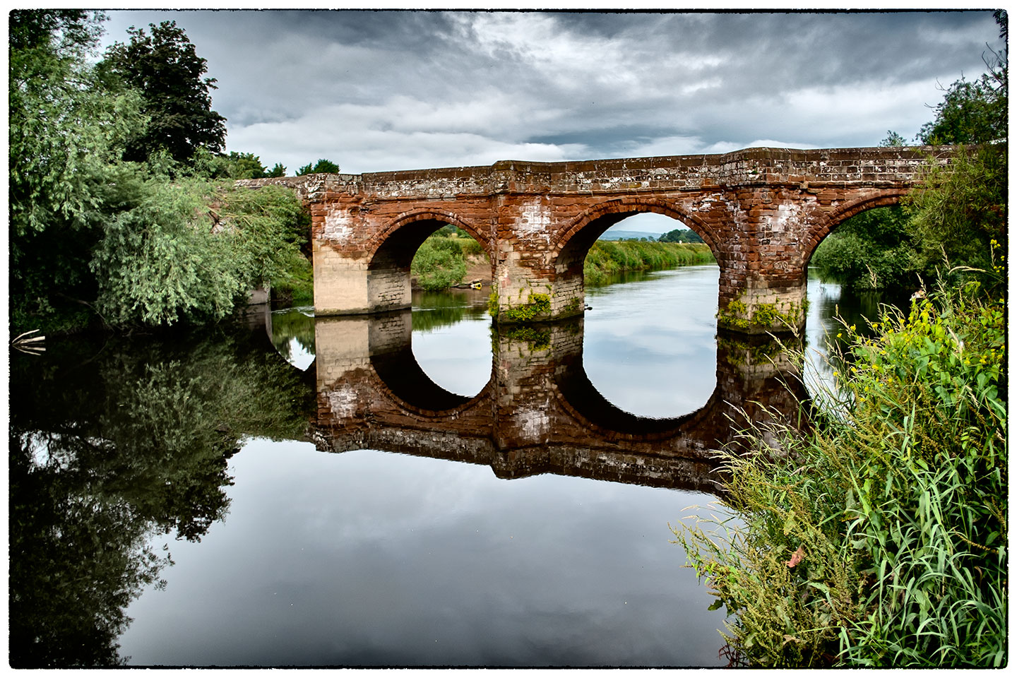 Road bridge over the River Dee at Farndon this morning after dropping Alice off at work.