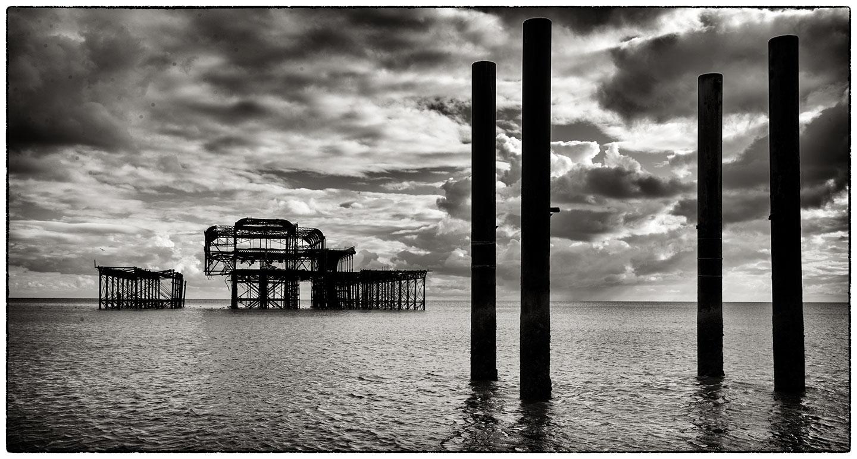 Old_Brighton_pier_5764.jpg