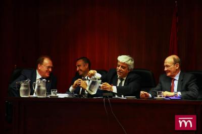 D, ORIOL RUSCA (Vicepresidente del CGAE y Decano ICAB), con D. Enrique GIMBERNAT, D. Ángel GÓMEZ SAN JOSÉ y D. Ángel JUÁREZ ABEJARO.