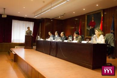 D. Juan Gonzalo OSPINA dirigiendo el debate político con los representantes de los diferentes partidos intervinientes.