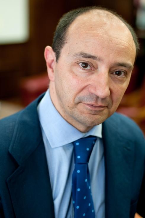 EXCMO. SR. D. RAÚL CANOSA USERA, decano de la Facultad de Derecho de la Universidad Complutense de Madrid.