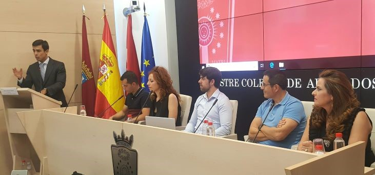 D. Juan GONZALO OSPINA  PRESENTANDO EL EVENTO