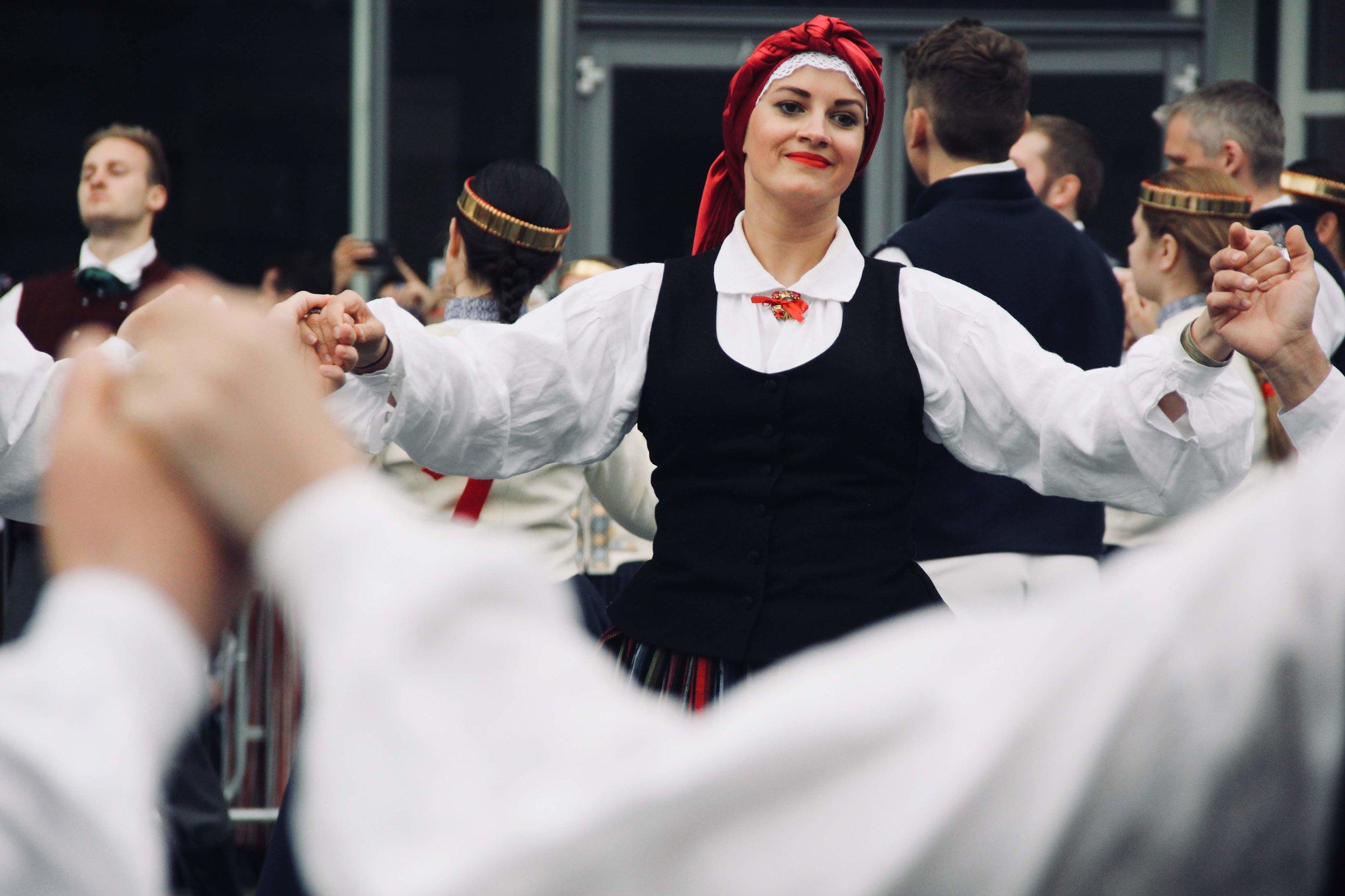 DancingWomanHands.jpg