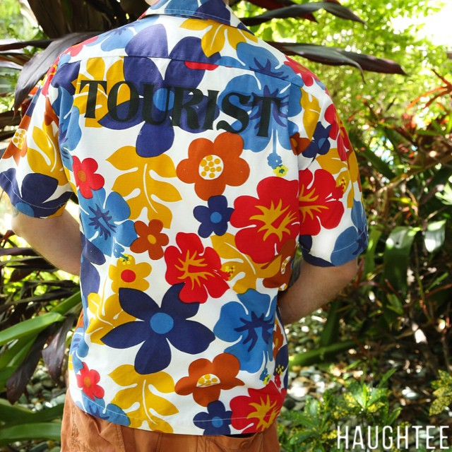 """#Handcrafted #Vintage #Hawaiian Button Down short sleeve #shirt in great condition. Comical """"#TOURIST"""" print on back. This unique Vintage #Luau #Surfer Shirt #beach #pool wear shirt is an incredibly #hilarious vintage piece. This one of a kind button down shirt will keep the heads turning ... Great for Luau's, trips to #Hawaii, and your self-esteem.  THIS SHIRT WOULD MAKE YOU MUCH COOLER , AND SIGNIFICANTLY MORE ATTRACTIVE."""