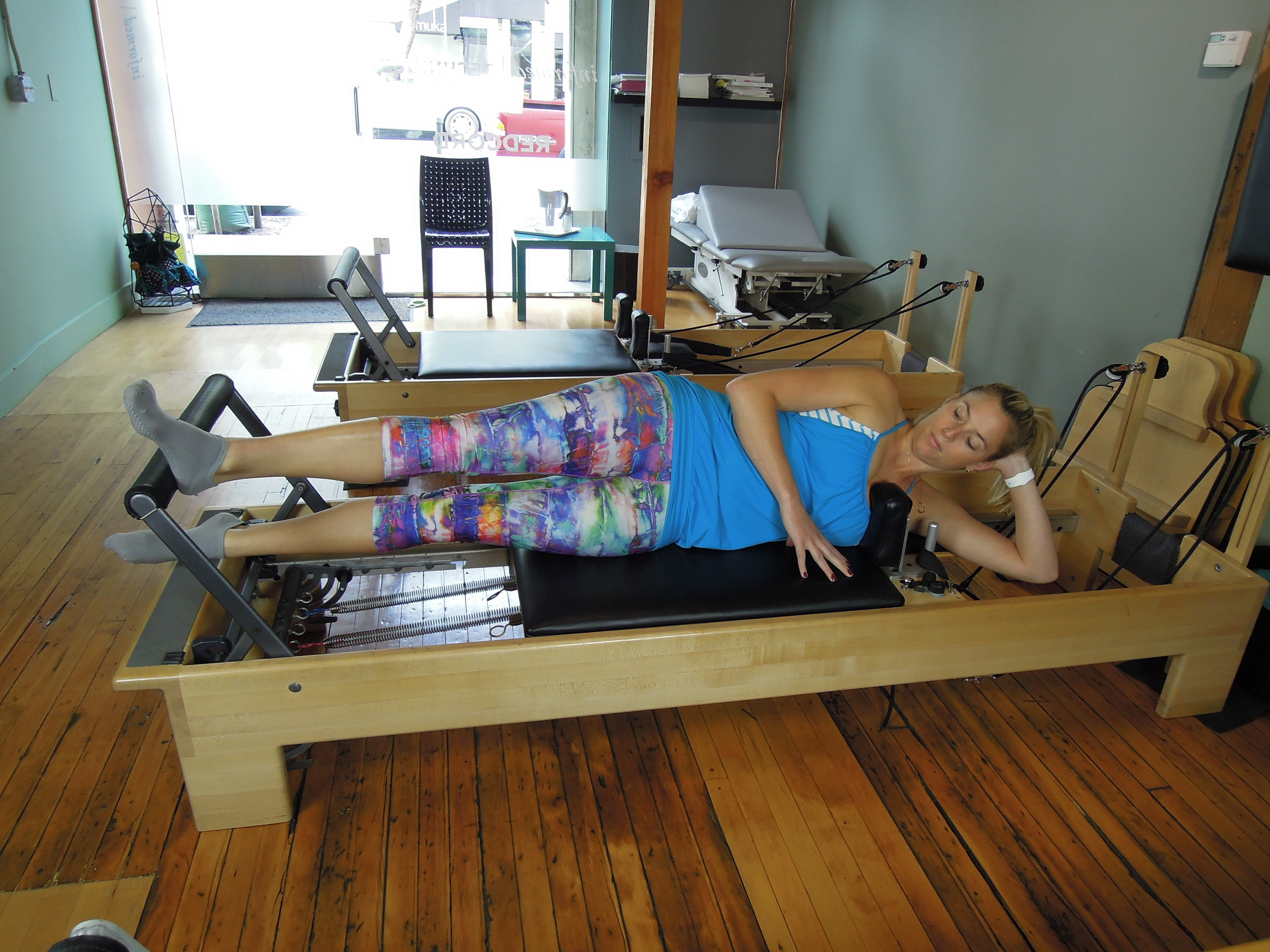 Side lying leg press with turn out