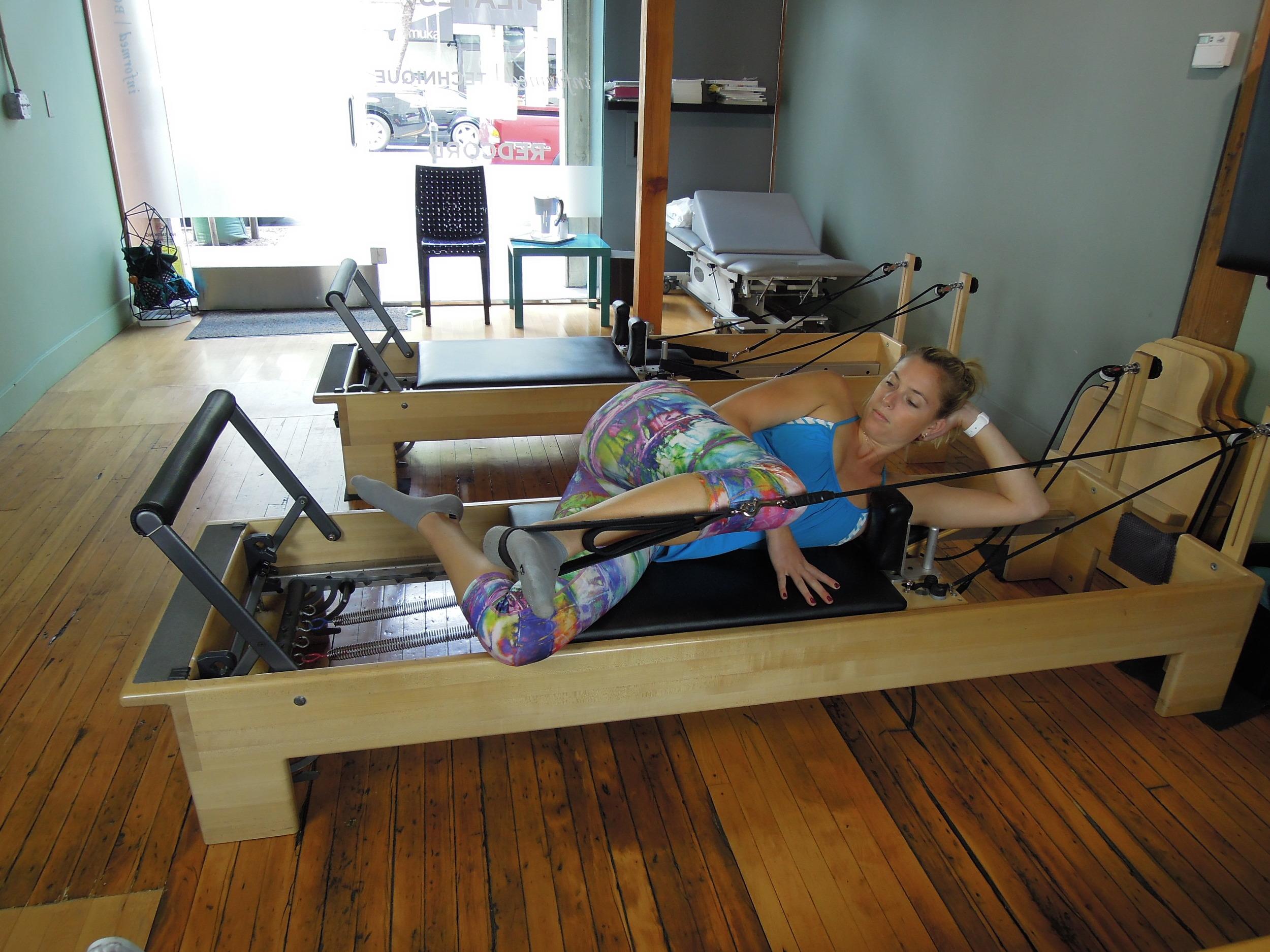 Side lying leg press in straps