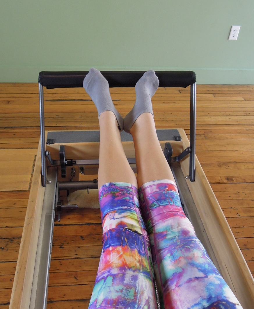 Double leg press small 'V' and toes on bar