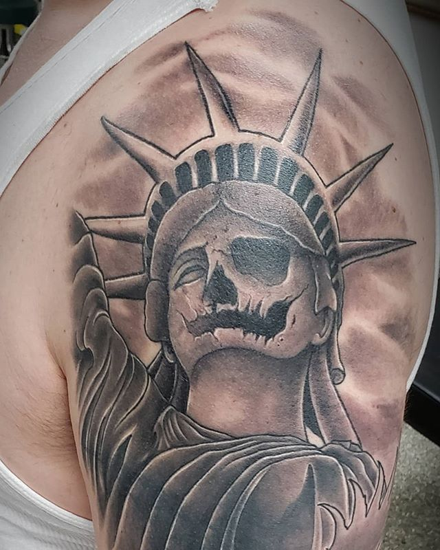 #healed Part of a full sleeve in progress. #tat #tattoo #ink #inked #inklife #tattoolife #statueofliberty #usa #america #coverup #tattooartist #tattoosleeve #armtattoo #shouldertattoo #blackandgrey #wisconsin #skull #milwaukee #pewaukee #pewaukeetattooparlour #ciarankorb