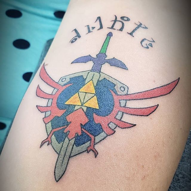 Fresh #zelda #triforce  #zeldatattoo #triforcetattoo #tattoo #tats #ink #inkedup #inknation #tattoolife #tattooart #tattooing #colortattoo #armtattoo #forearm #games #gaming #milwaukee #pewaukee #wisconsin #pewaukeetattooparlour #ciarankorb