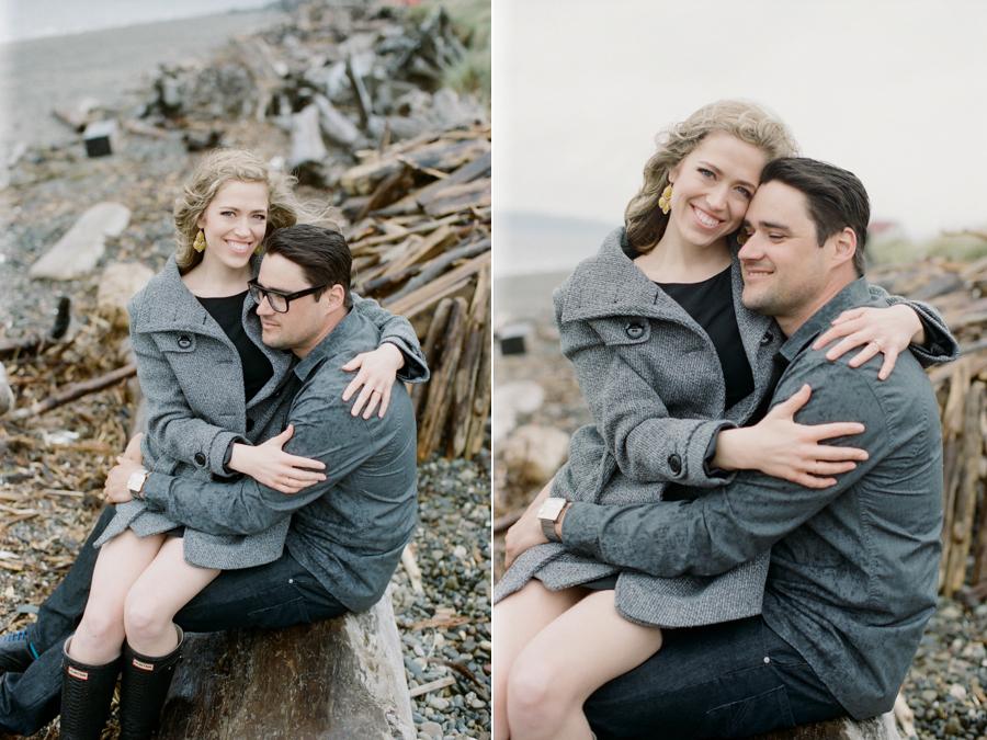Rainy Seattle Engagement Photos-2.jpg
