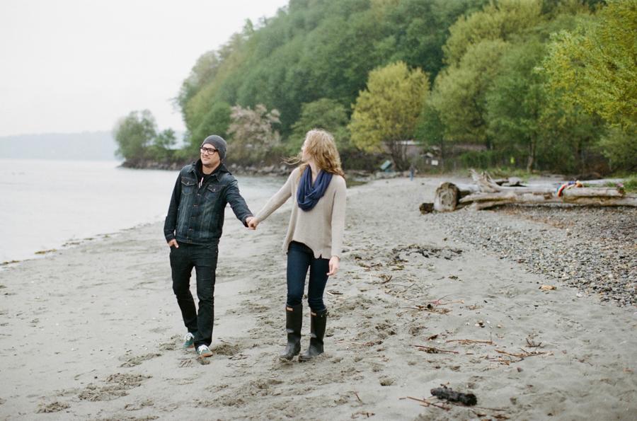 Rainy Seattle Engagement Photos-15a.jpg