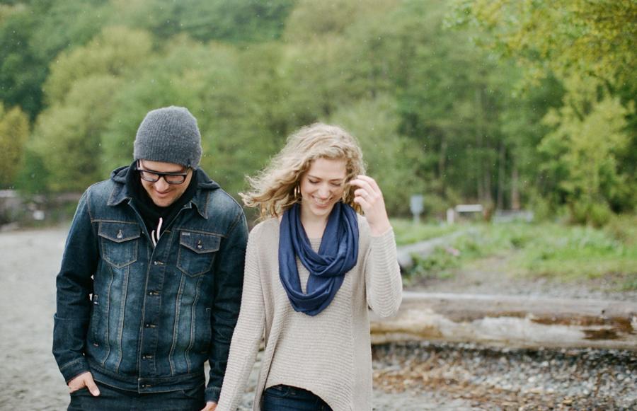 Rainy Seattle Engagement Photos-17a.jpg