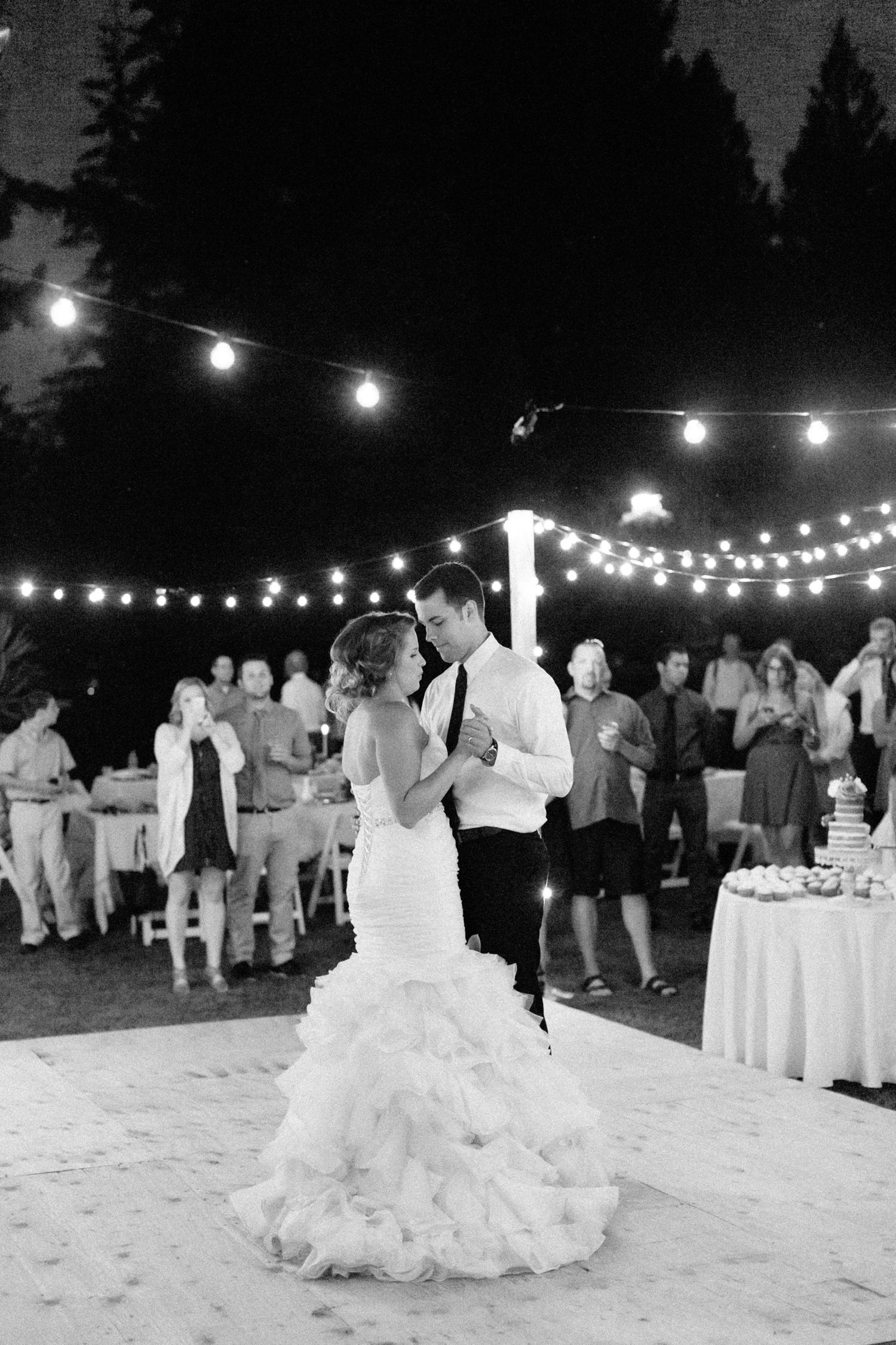 Oregon Barn Wedding by Michelle Cross-58.jpg