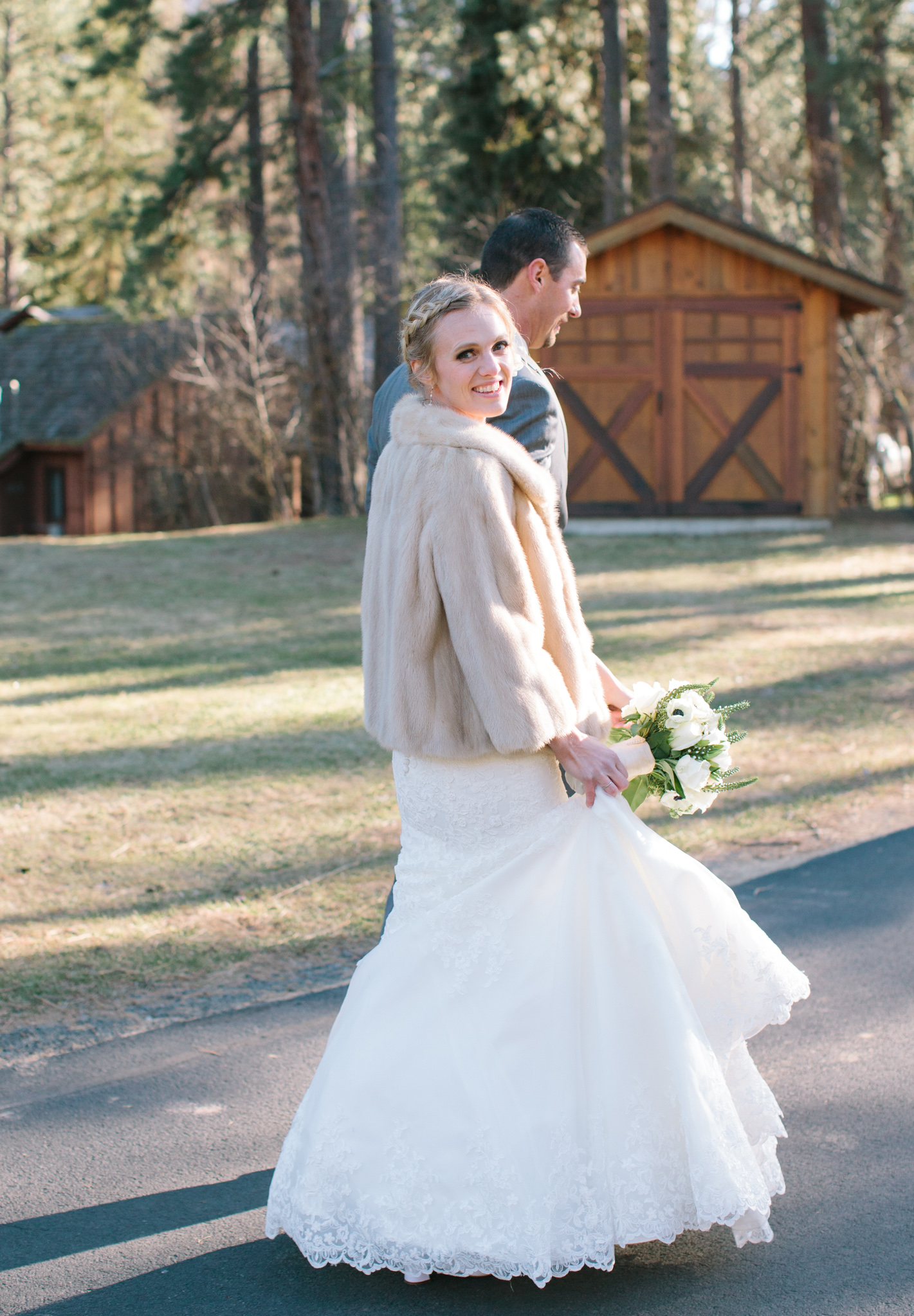 Bend Oregon Lake Creek Lodge Wedding by Michelle Cross-7.jpg