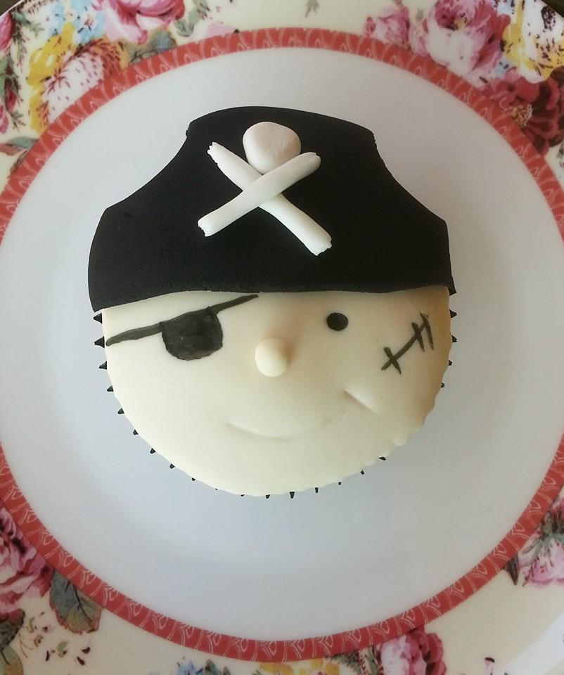 pirate cupcake 2.jpg