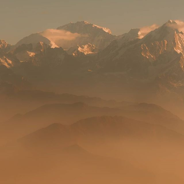 The Himalayan mountain range, first thing in the morning. Views like this give me that good kind of awe-inspiring wonderful chills. Oh them chills, anyone else get them?  #WHPlayers @instagram     ------------------------  #passionpassport #creativeoptic #hsdailyfeature #moodygrams #ourplanetdaily #beautifuldestinations #heatercentral #discoverearth #earthfocus #voyaged #travelnepal  #trackingpoints #katmandu #visitnepal #namaste #pilgrimage #bbctravel #lovepeoplenotthings #himalayas #localmarket #explorenepal