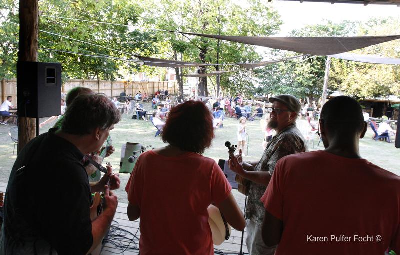 Memphis Ukulele Flash Mob ©Focht-  004.JPG