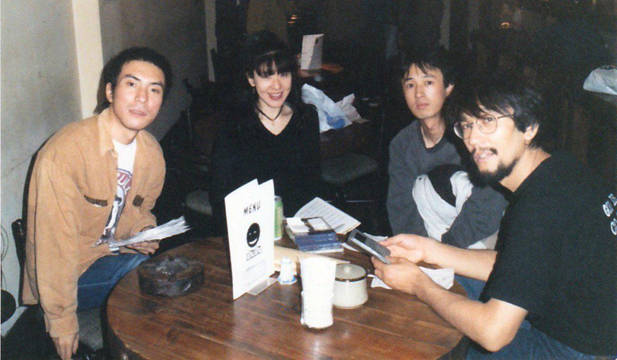 久保田安纪(左二),吉田达也(右一) 1994年