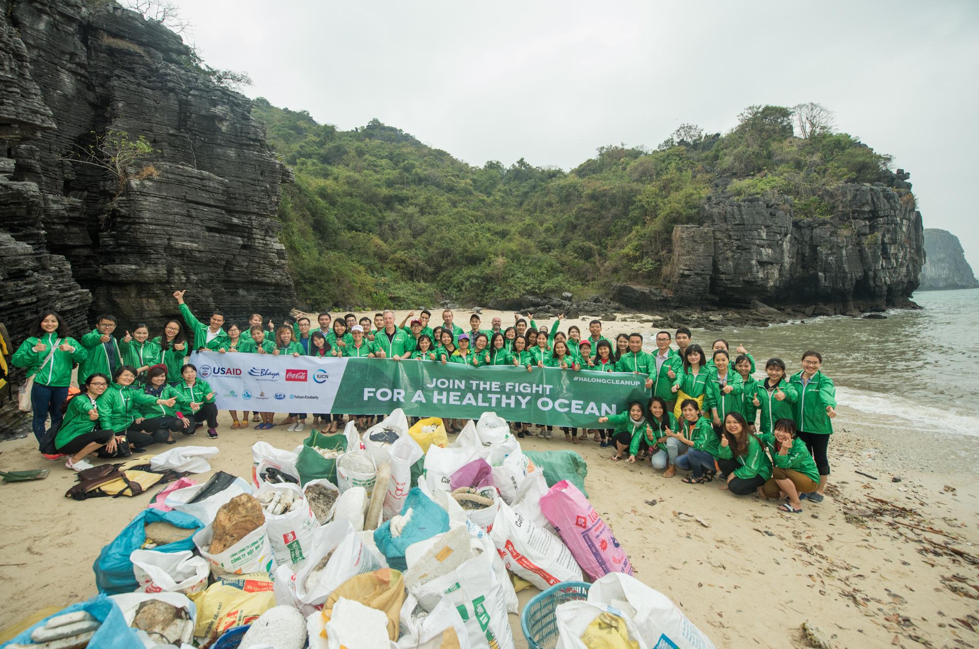Beach_Clean-up_Day_in_Ha_Long_Bay_(32222222616).jpg
