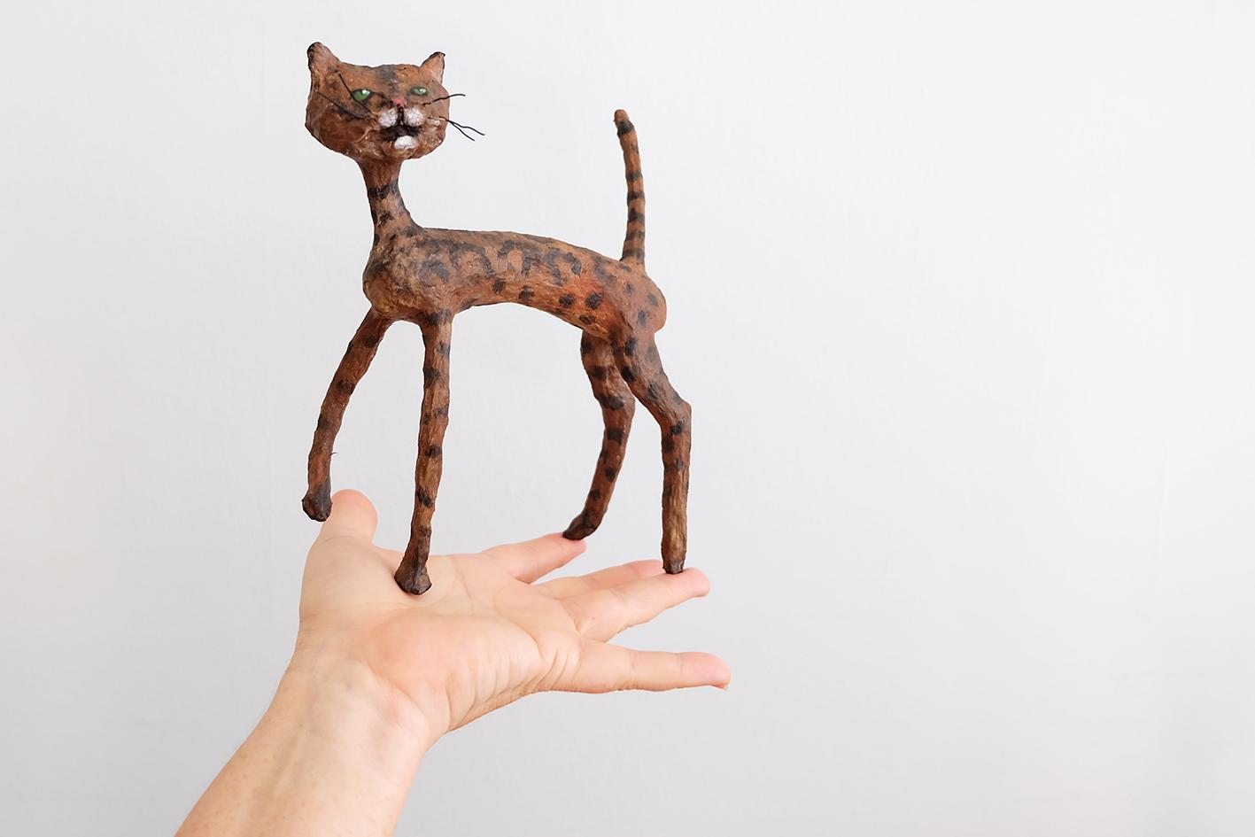"""""""Jag tyckte det var en jätterolig idé och en möjlighet att få en tavla och en skulptur av Sixten. Det här var en möjlighet jag inte kunde missa. Jag tycker om konst och är jätteglad att få något så personligt gjort till oss."""""""