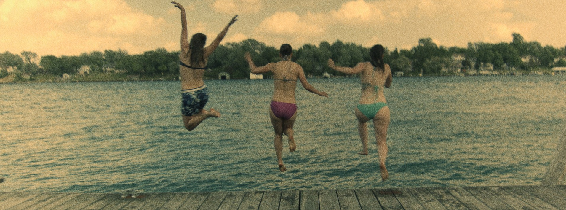 girls_jumping.jpg
