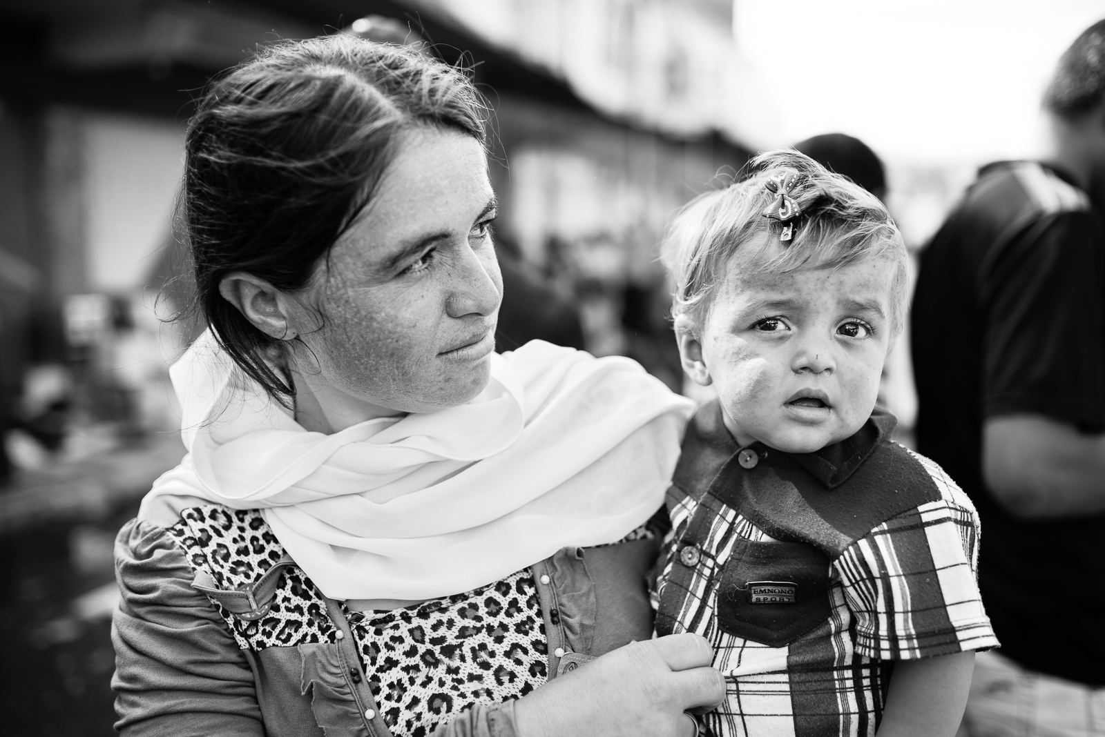A mother and his son in the street of Zakho