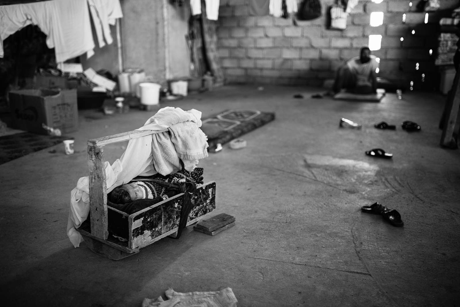 Child's life in a building under construction in Zakho