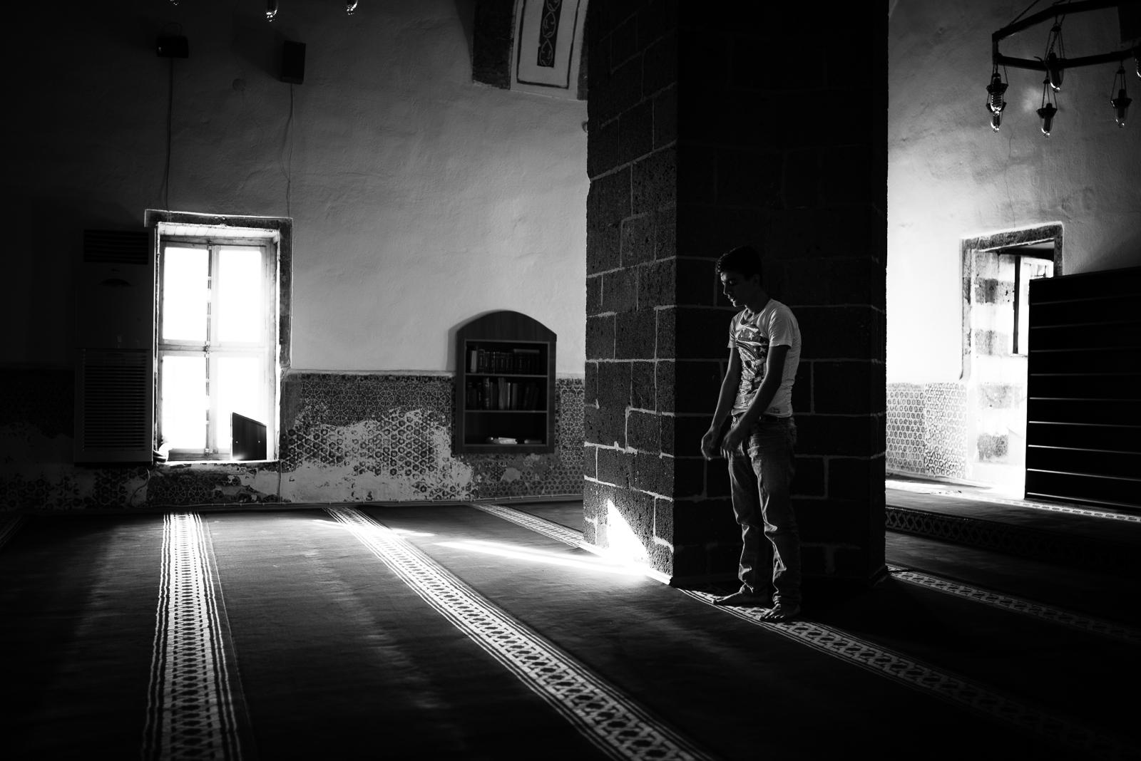 Praying. Dyarbakir (Turkey)