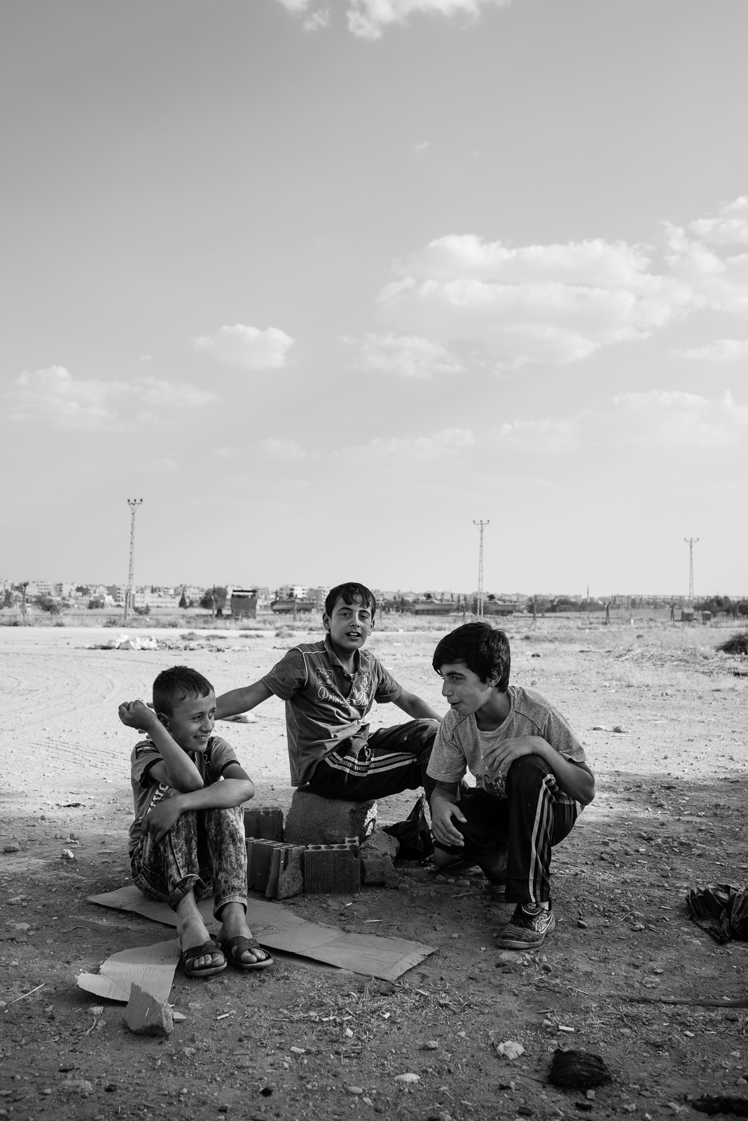 Children are playing in front of the Al Qamishli border