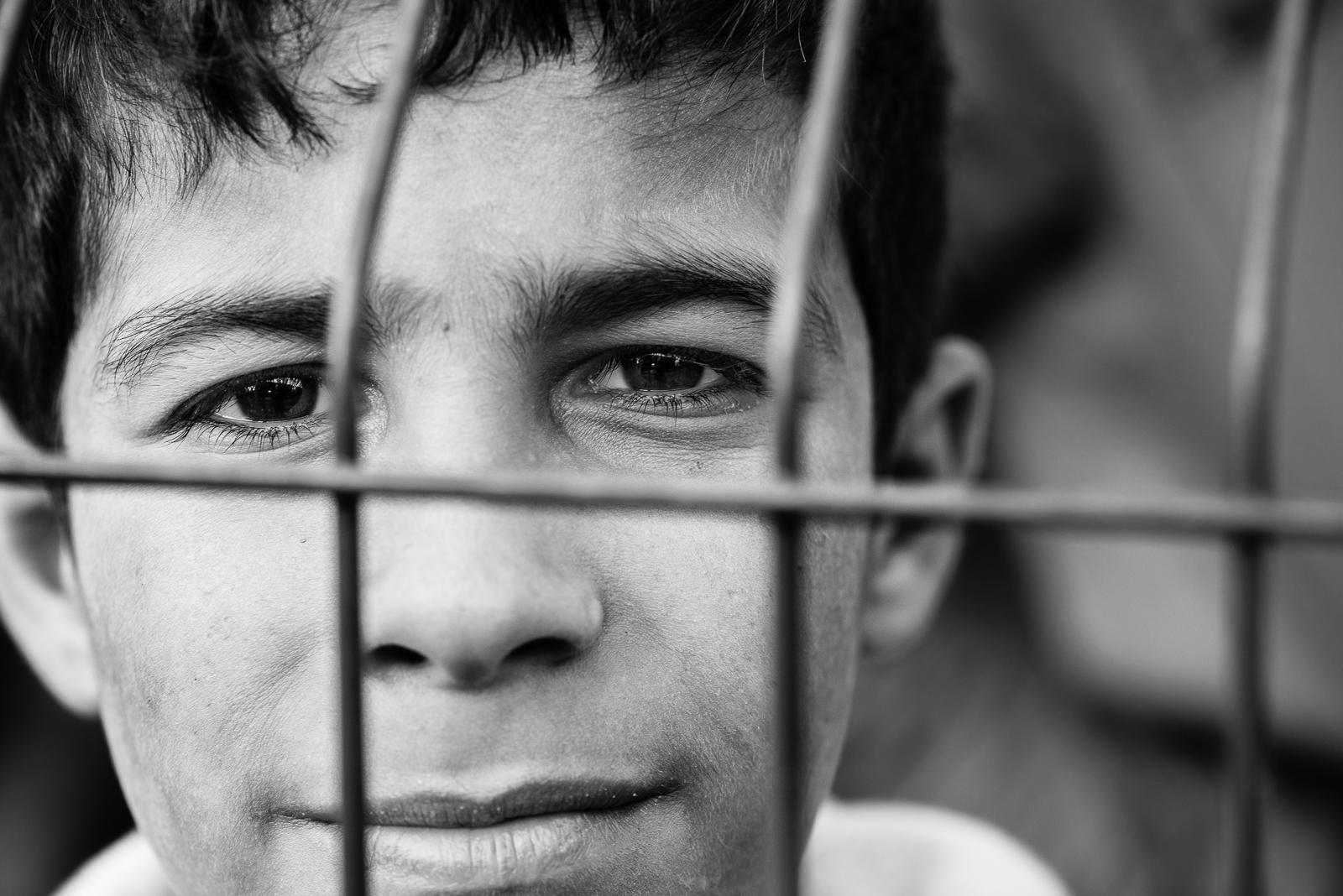 The gaze of a little syrian boy inside a camp