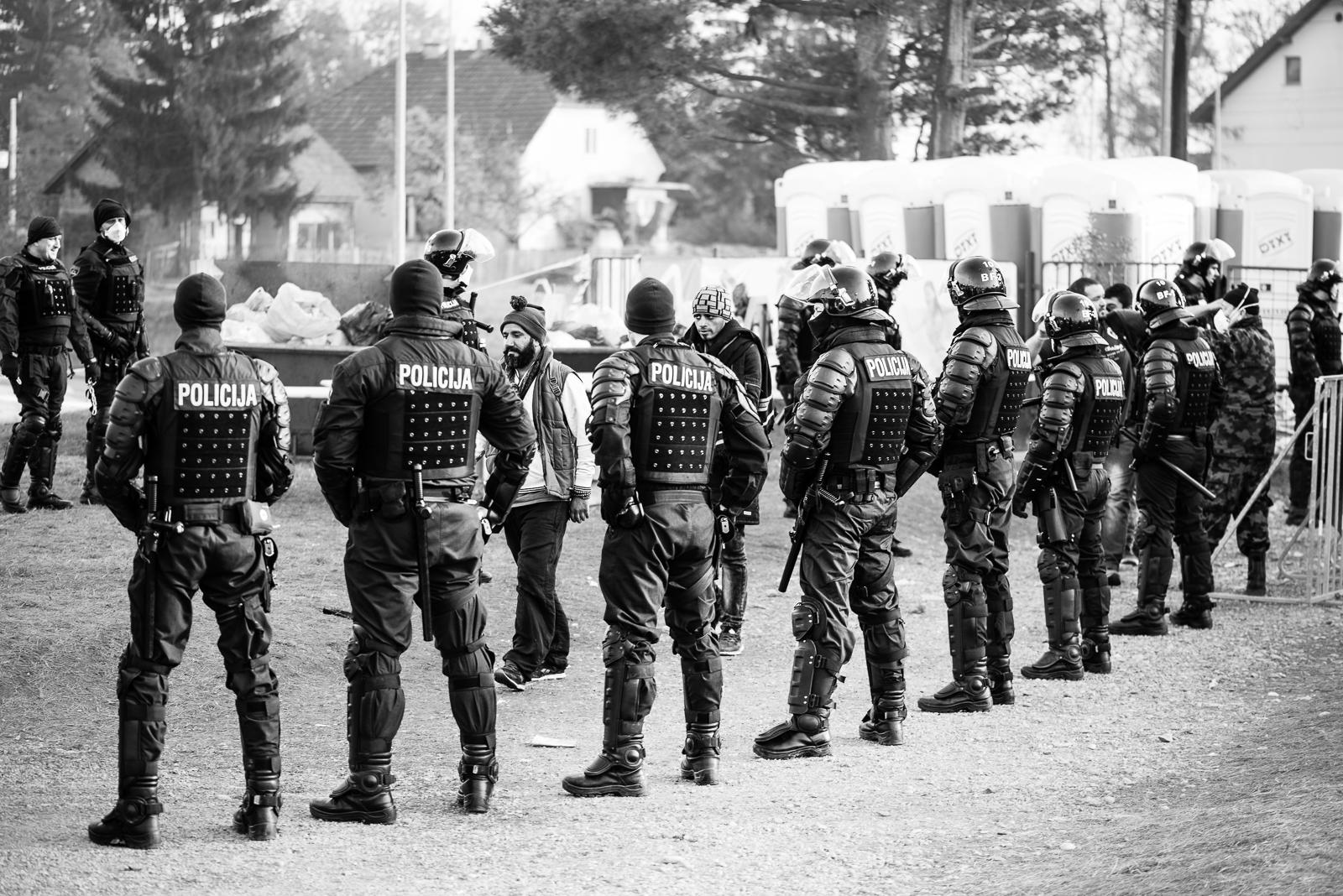 Cops VS migrants