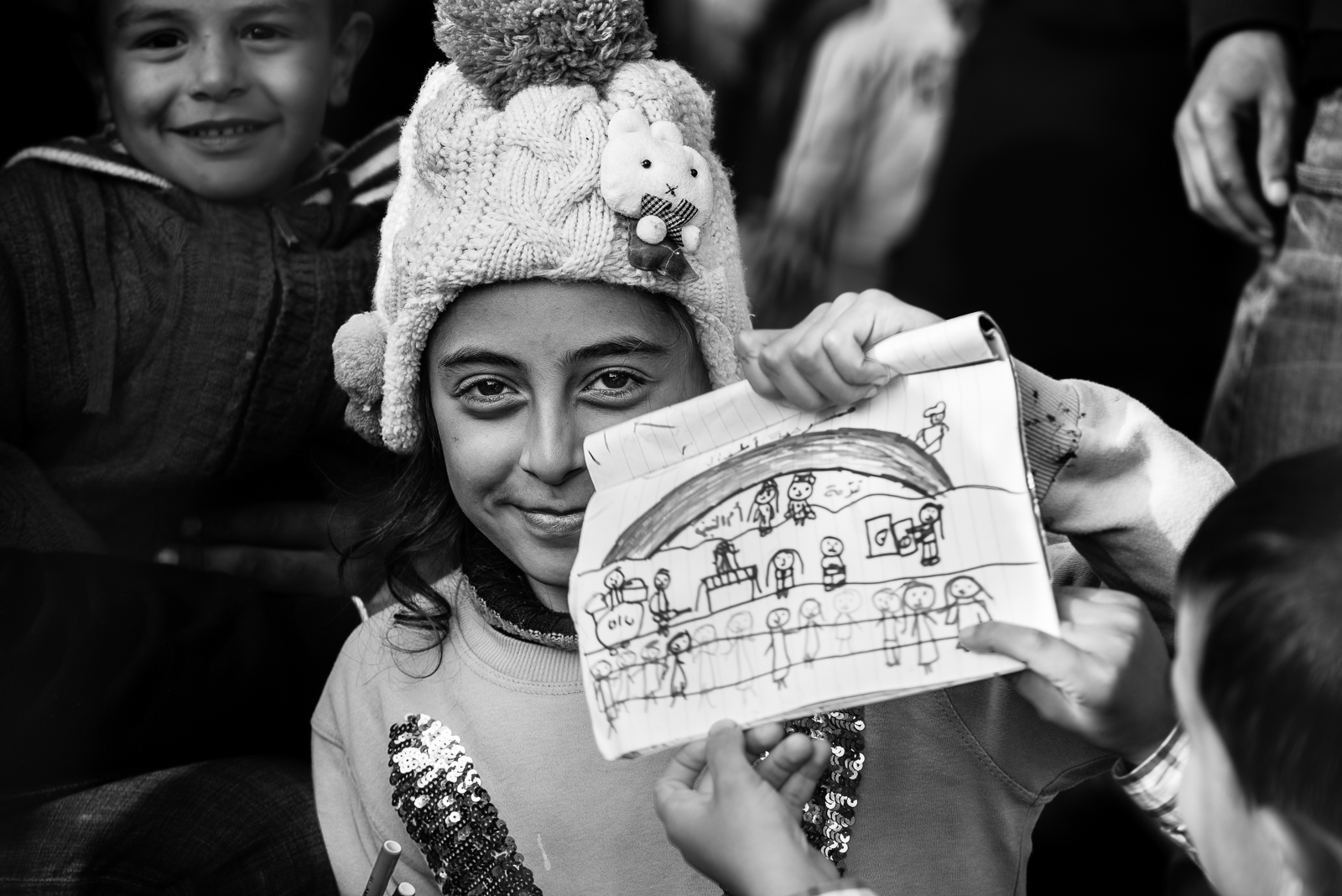 The draw of a little syrian girl inside a camp