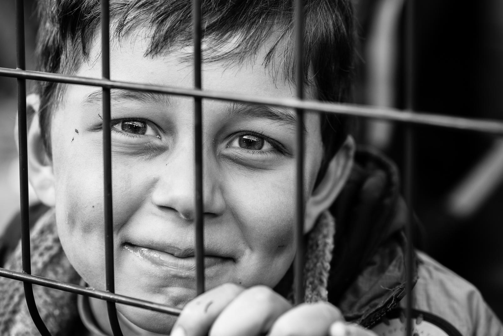 The gaze of a syrian little boy inside a camp