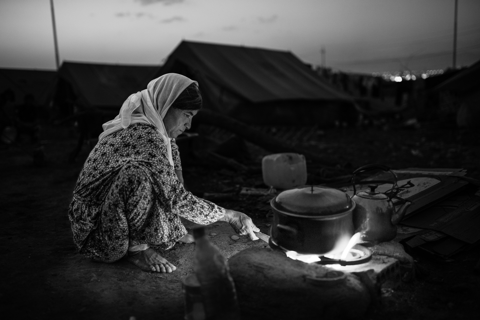 A woman preparing the dinner in the Zakho camp
