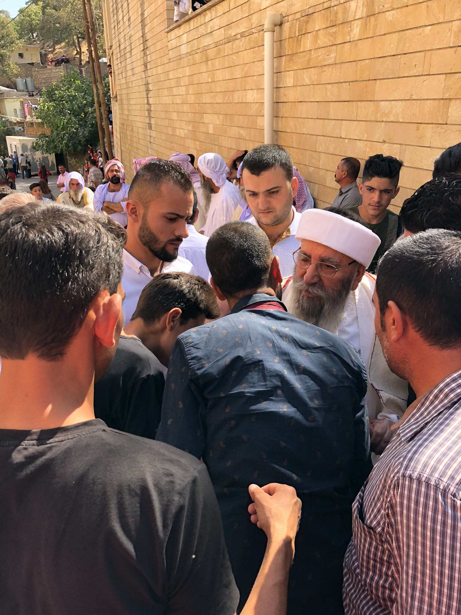 Baba Sheikh a the start of Ceina Cemaiya in Lalish
