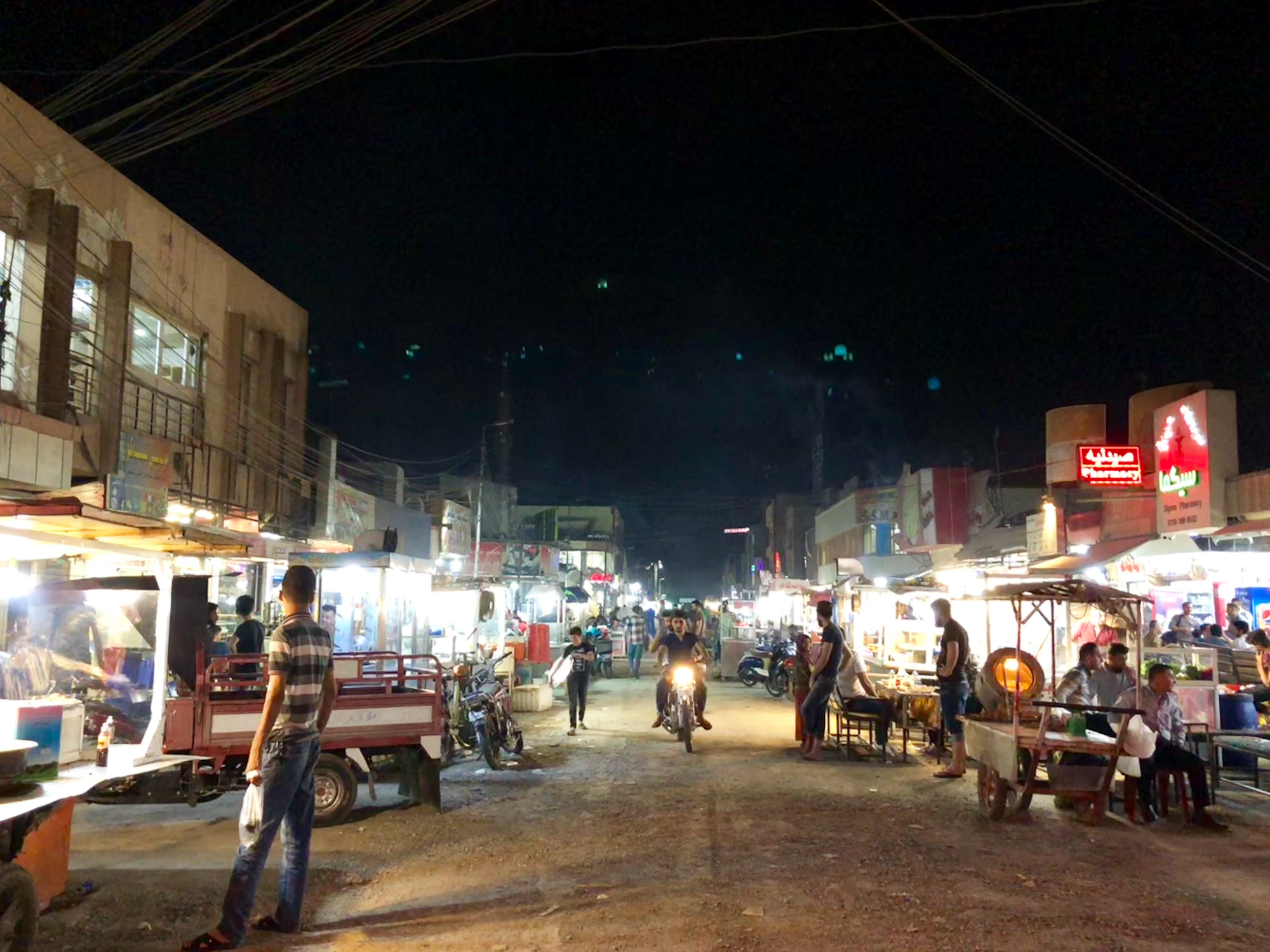 A street of Erbil at 2AM, full of people