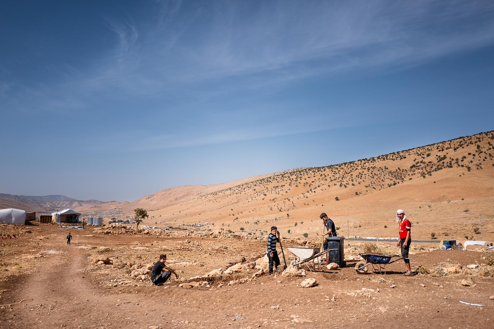 Children at working. Sinjar mount