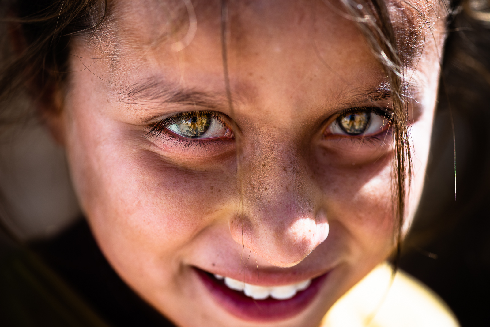 The gaze of a yazidi young girl in a unofficial camp in Sharya, near Dohuk