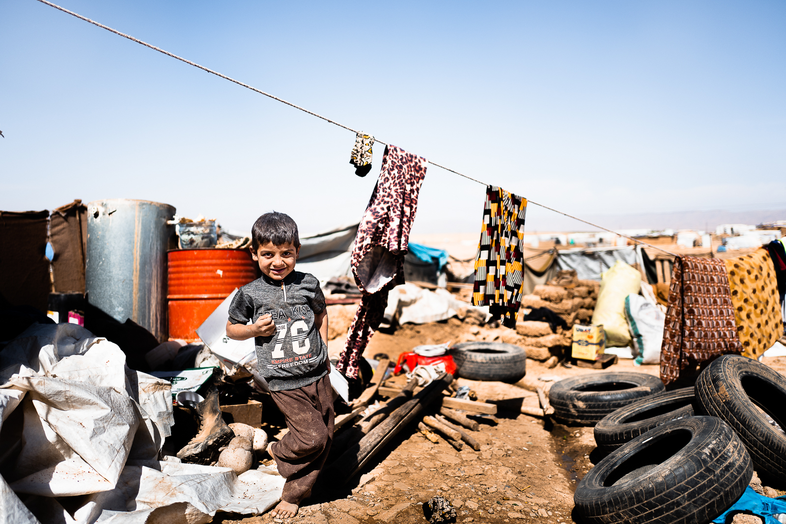 A child in the middle of the garbages. Unofficial camp in Sharya, near Dohuk