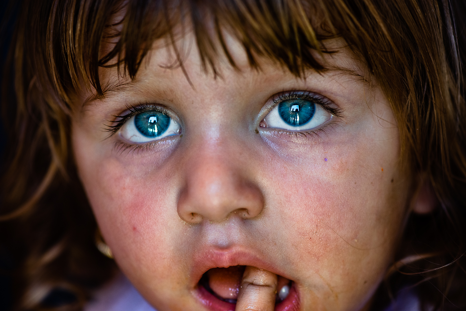 A little girl is crying in the refugees camp of Khanik, near Douhk