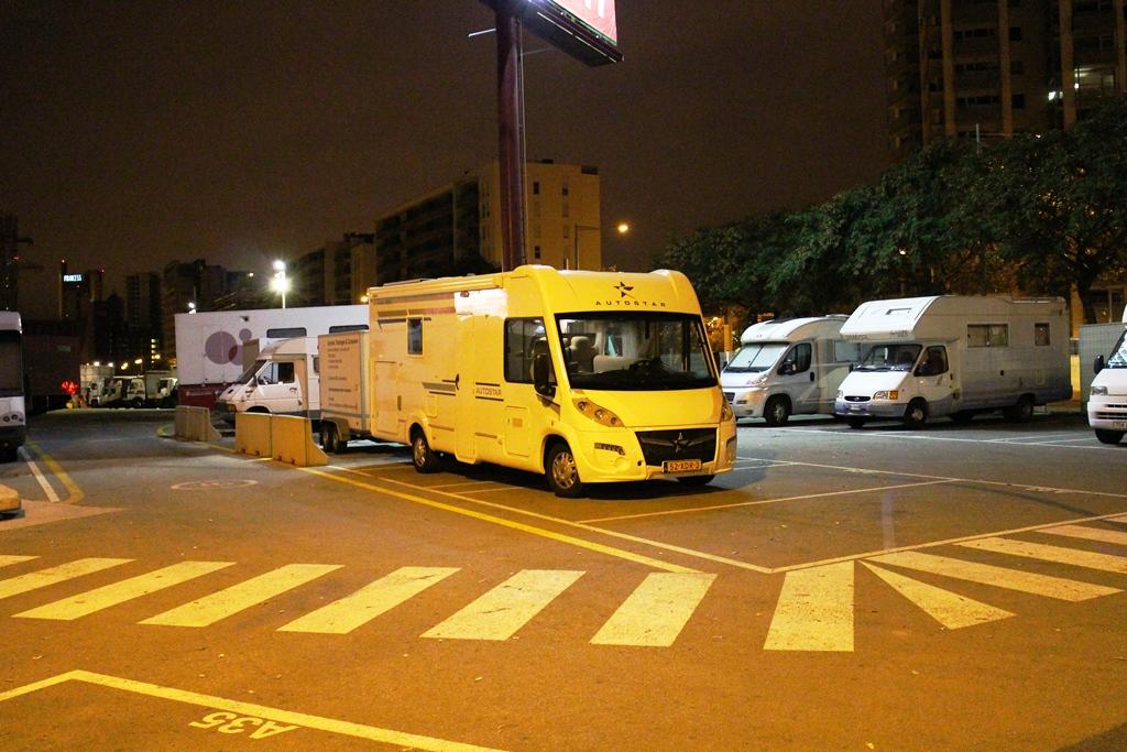 De 2de nacht hebben we op een bewaakte parkeerplaats midden in Barcelona geslapen.