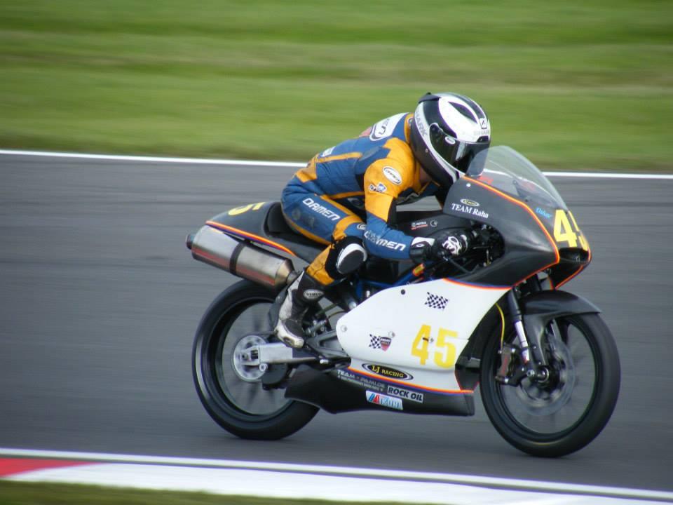 Jerry van der Bunt rijdt zelf in EK SuperMono en met succes!