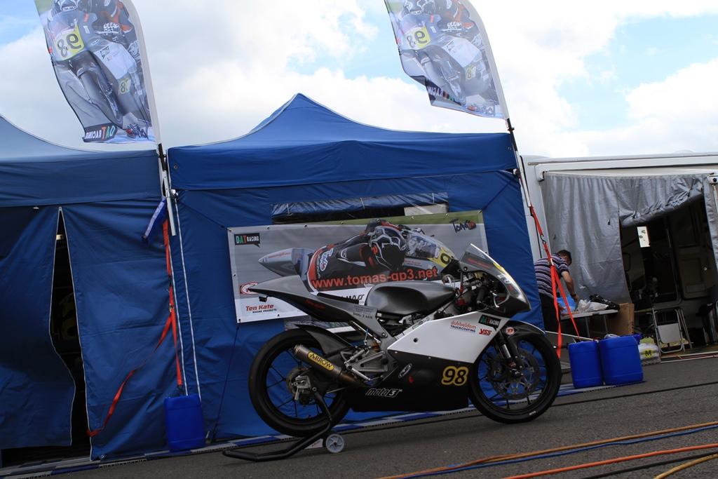De DAT Racing paddock tent