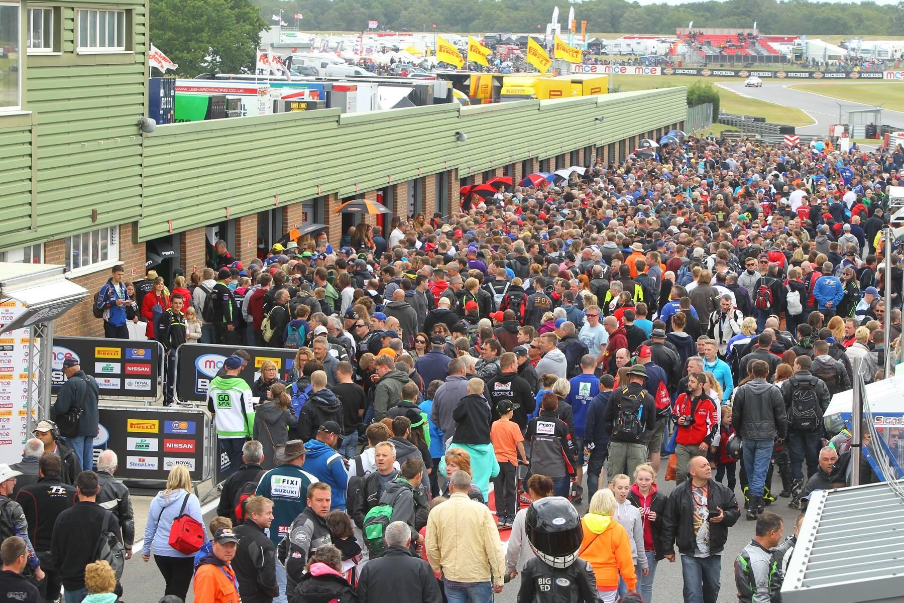 De BSB races worden altijd door een hoop publiek bezocht.