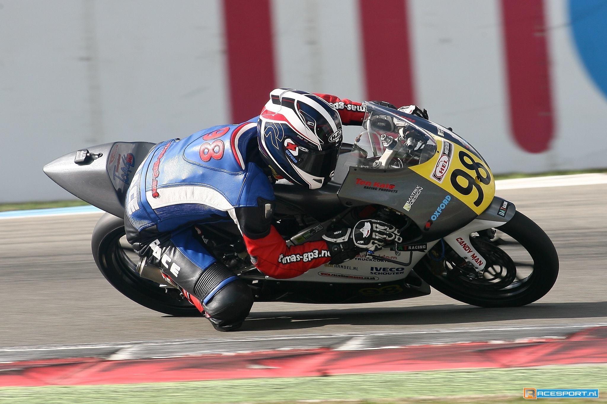 Hard pushend de laatste bocht in! Foto credit Racesport.nl