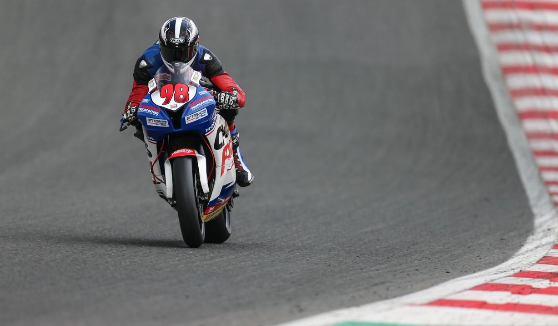 Op het circuit van Brands Hatch is veel hoogteverschil. Photo credit: Raceline Images